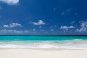 white_beach_and_blue_sky_204719[1]